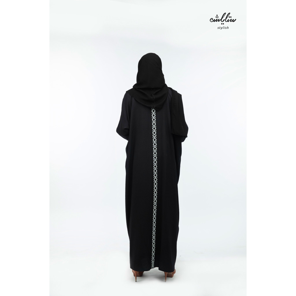 Abaya with a wrap model of black linen fabric decorated with Sadu pattern