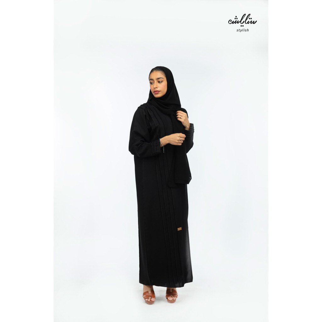 Emarati abaya in black color with button