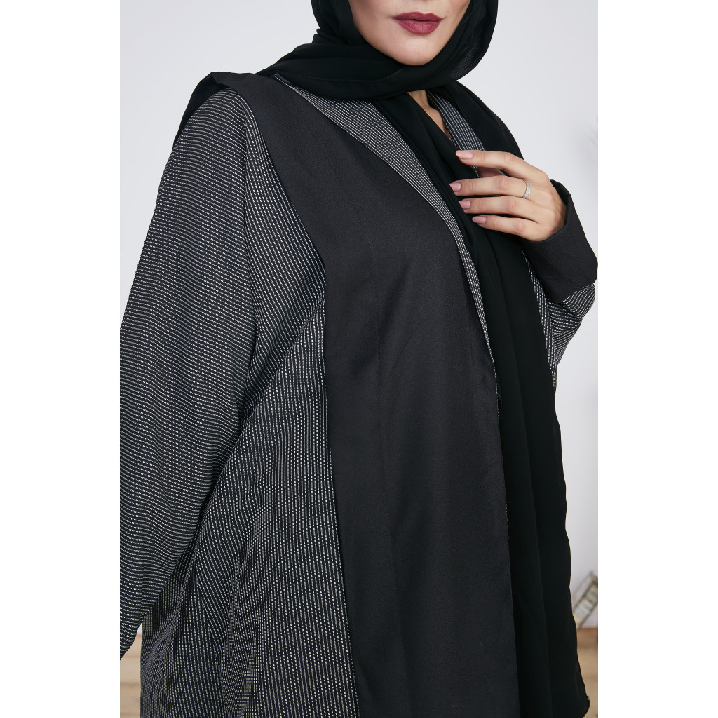 Classic wrap Abaya in black and gray