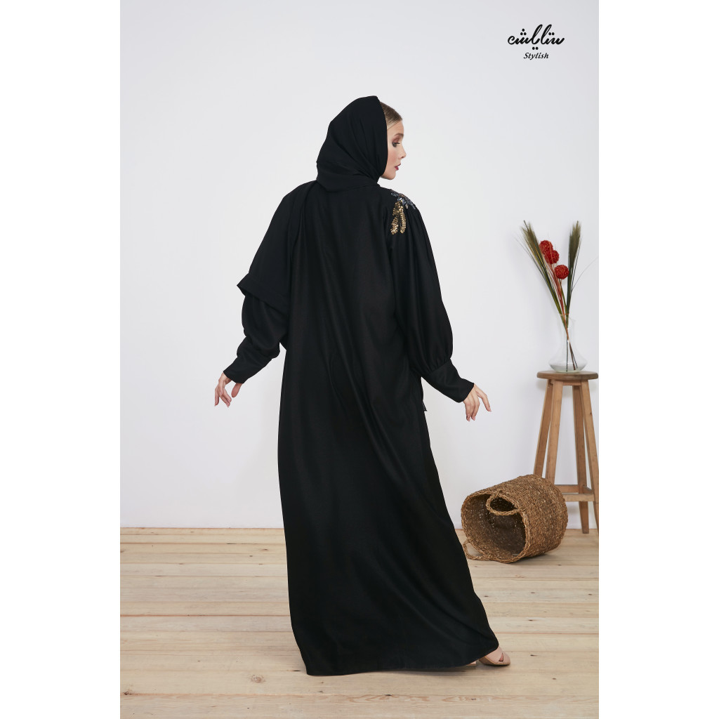 Special abaya made of sophisticated crepe, with soft embroideries