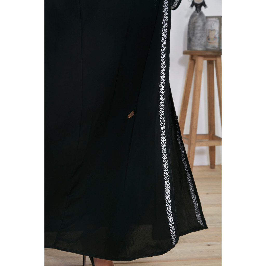 Abaya in black color decorated with embroidery