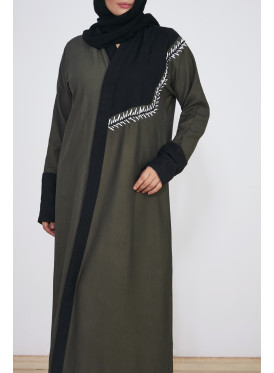 Abaya in khaki and black with embroidery on the front