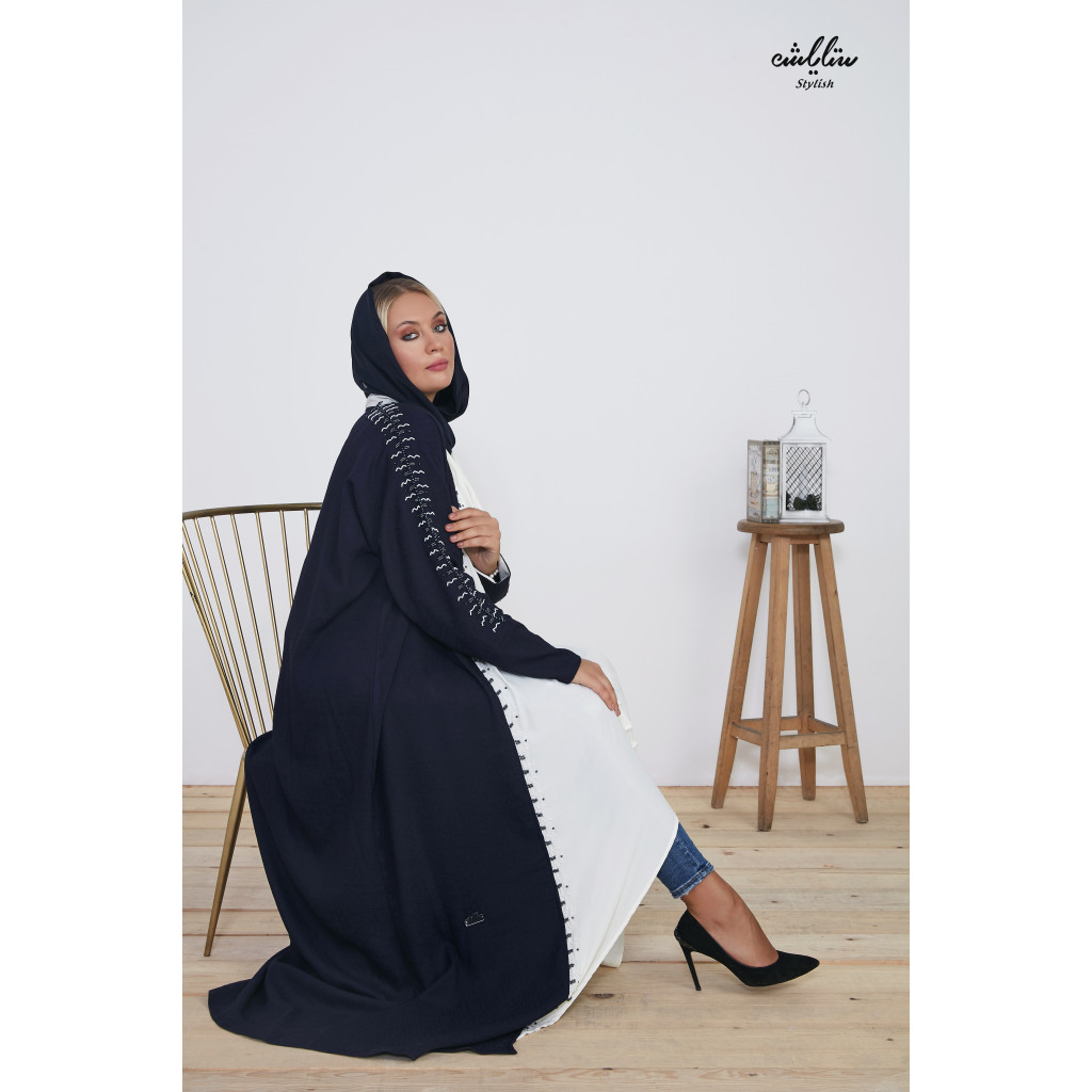 Special warp abaya in navy and off-white color, with fine embroidery