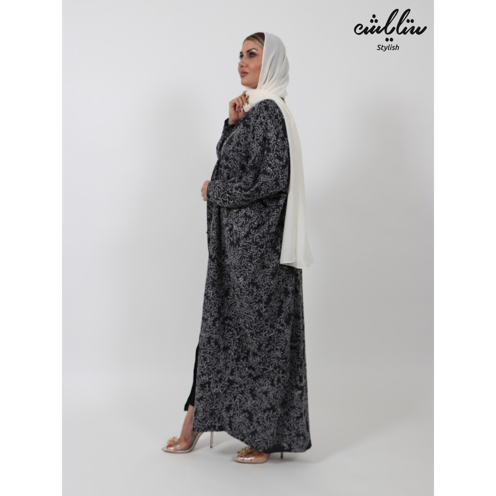 Abaya in navy blue, with white embroidery