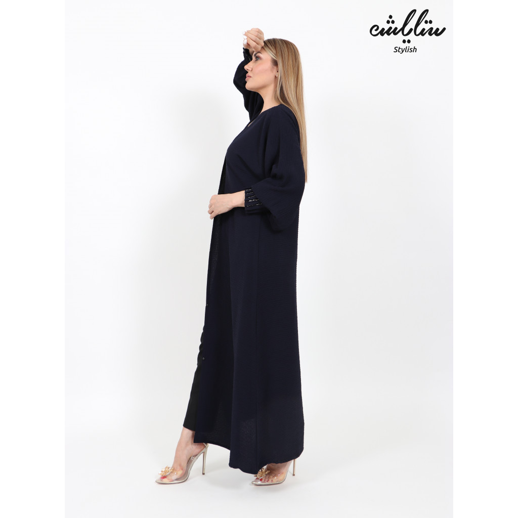 Abaya in navy blue decorated with pleats on the sleeves