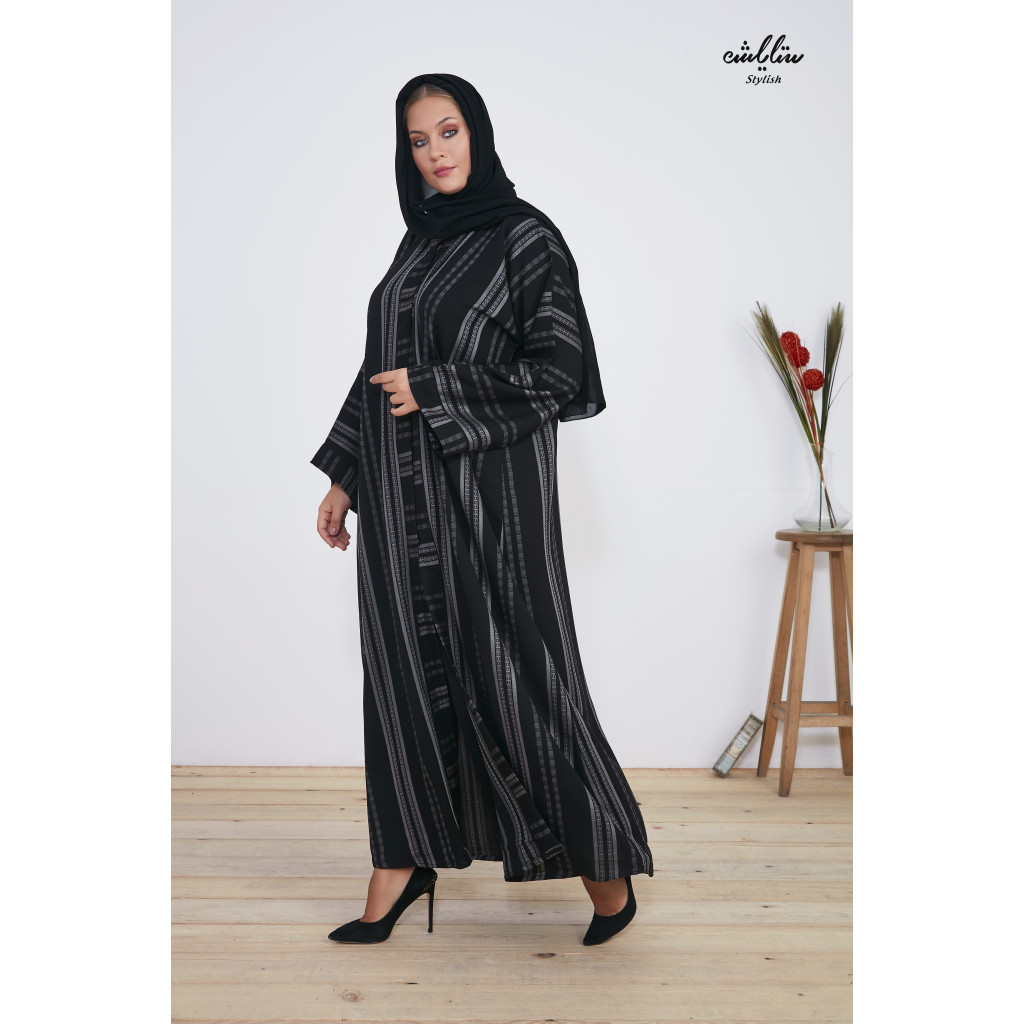Abaya in black and decorated with gray