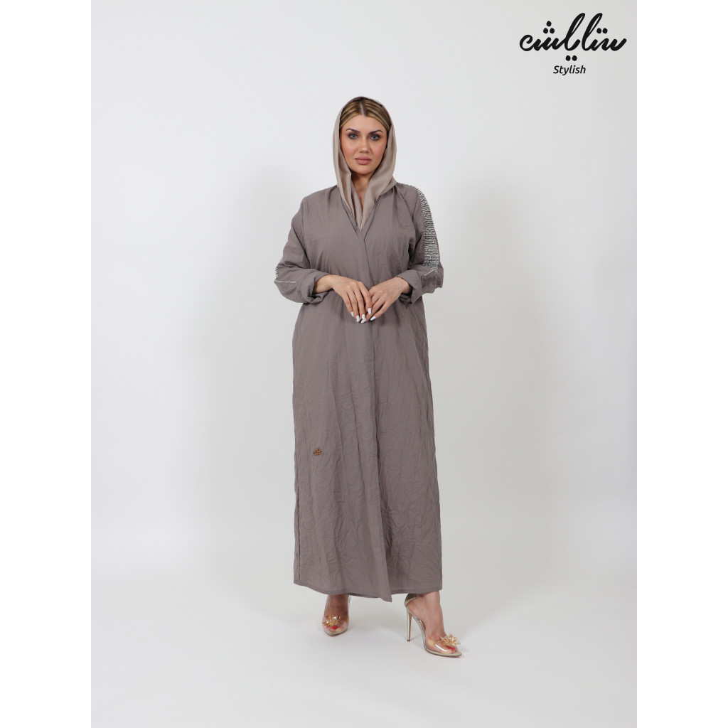 Classic abaya wrapped with fine embroidery