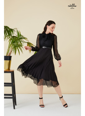 Tie  neck plisse dress with dantel hem and sleeves