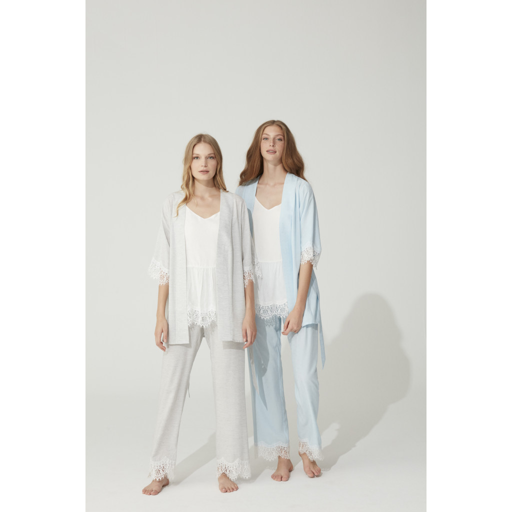 -Three-piece pajamas decorated with lace gray