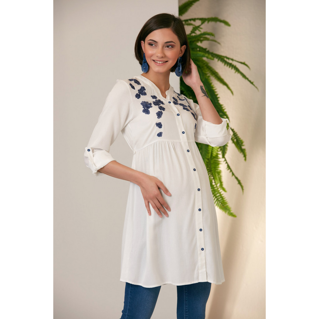 Soft maternity blouse in white