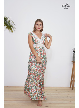 Floral patterned dress decorated with lace in front and back