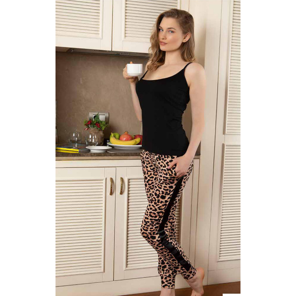 Pajama with leopard drawings