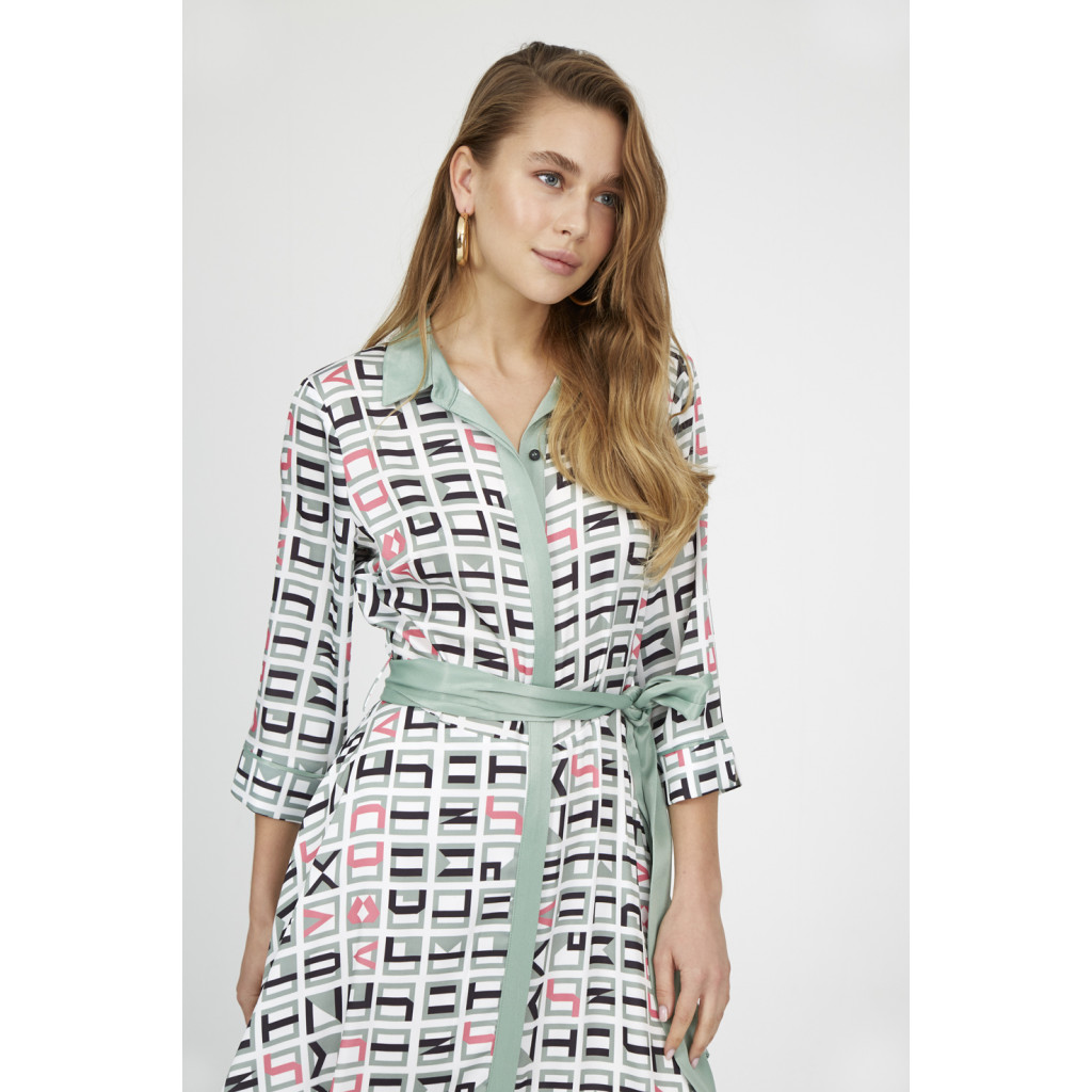 Belted buttoned up dress with special prints