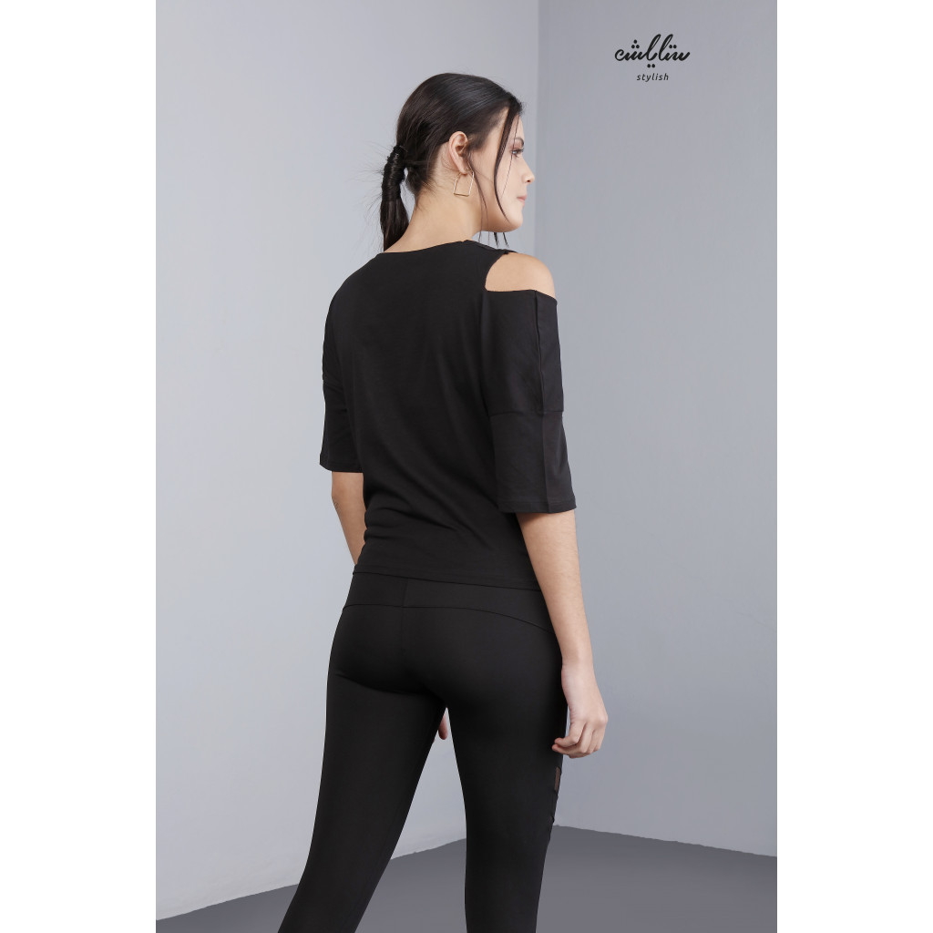 T-shirt in black, with an open shoulder