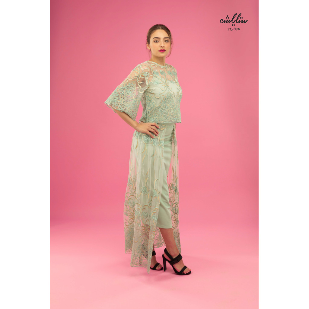 An elegant green set with embroidered tulle.