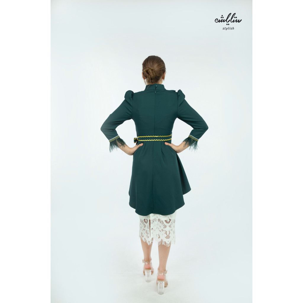 Elegant green and white set decorated with delicate embroideries