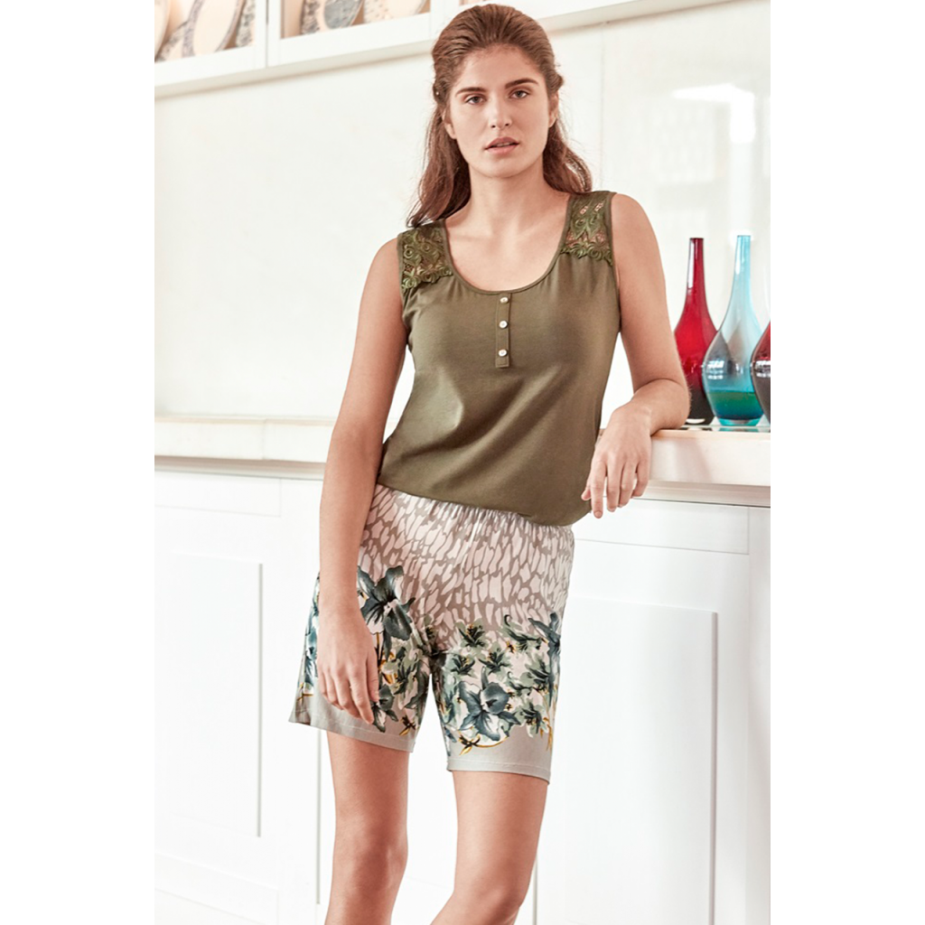 High-end homewear, oiltop top and shorts with nice prints to add an attractive look