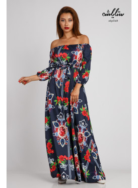 A black-wooded maxi dress with a soft sleeve and a stunning look