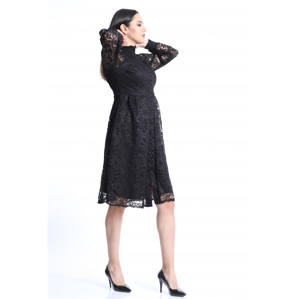 A classy dress of black jubeir with a long sleeve, with formal collar and a feminine touch