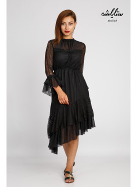 A dress that combines modernity and elegance from the black hill with a slanted neckline and a high neckline