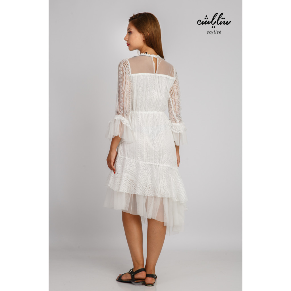 A dress that combines modernity and elegance from the white hill with a slanted cut and a high neckline