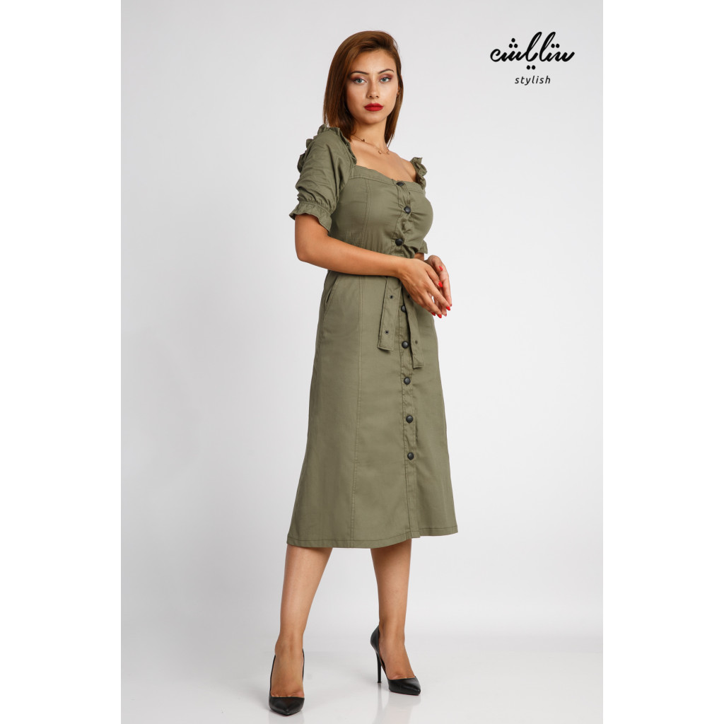 Soft kaki midi dress with a distinctive sleeve line decorated with a stylish belt