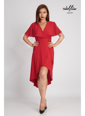 Red short-sleeved dress and an innovative cut for a soft feminine look