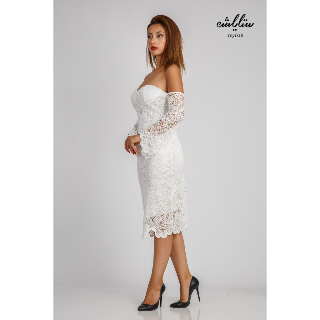 Elegant midi white dress with lace design and wide sleeves