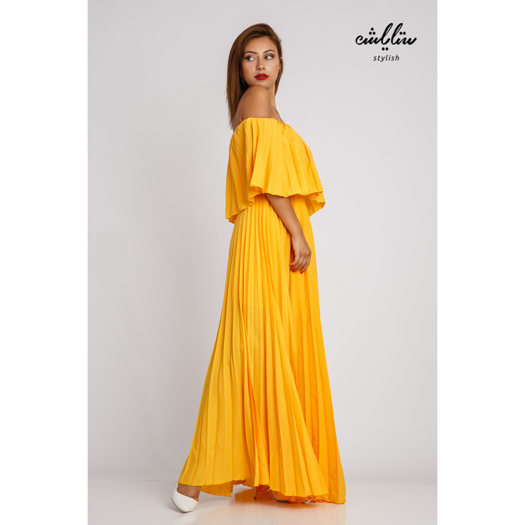 A long pelisse dress in light manga and sleeves of Schulder with a sophisticated and attractive look