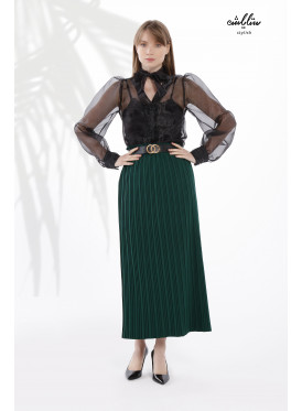 Plissé skirt in soft royal green for a charming look.
