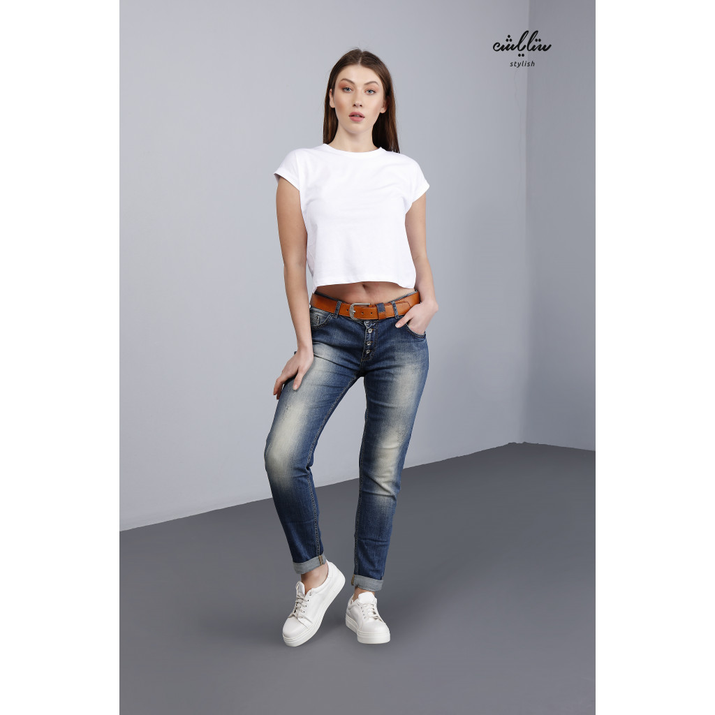 Jeans with buttons and a belt