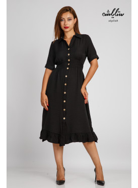 A chic black dress with front buttons for a feminine look takes you to the world of the '70s