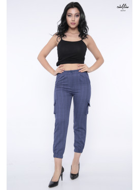 Elegant blue trousers with two side pockets and a narrow, stylish bottom crisp design