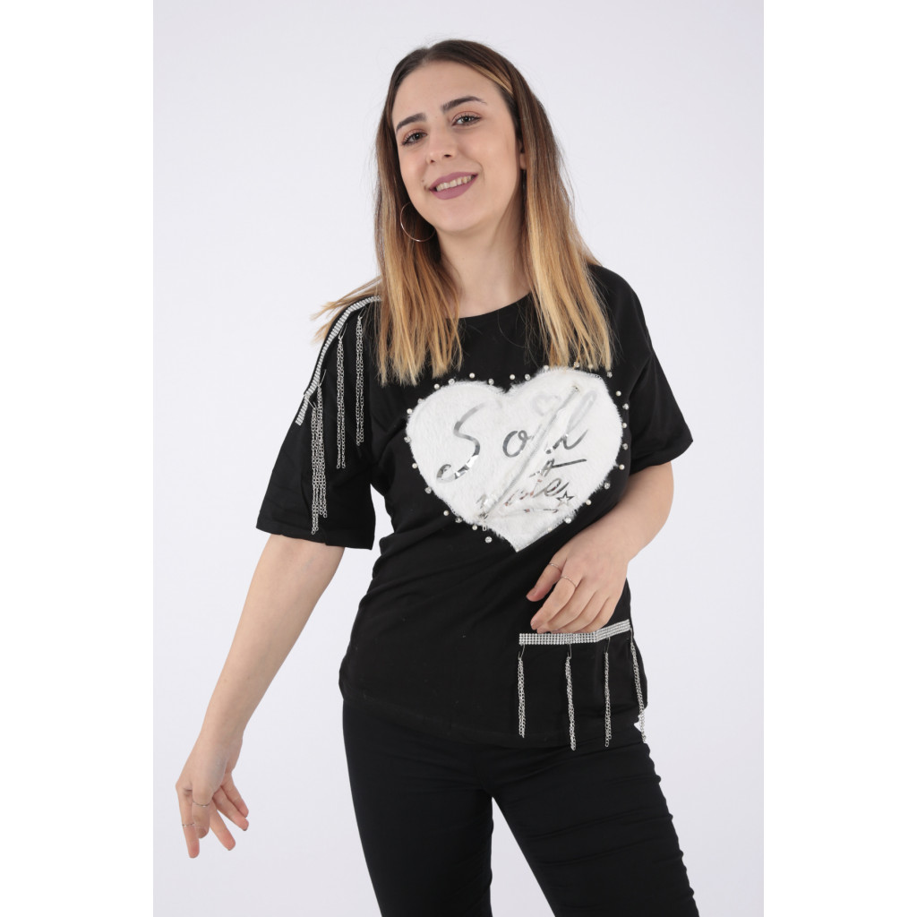 Black T-shirt decorated with fur and chains for a beautiful view