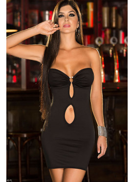 Short shoulder dress in black gives a magical look