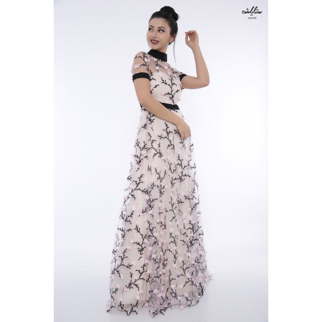 All luxury met in this elegant pink dress decorated with embroidery and soft roses suitable for big occasions