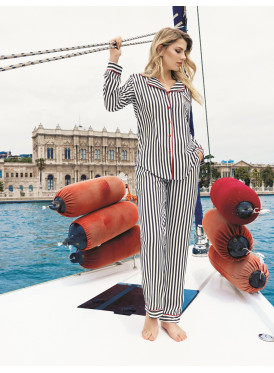 pajama is all soft in black with striped design with soft and refined material