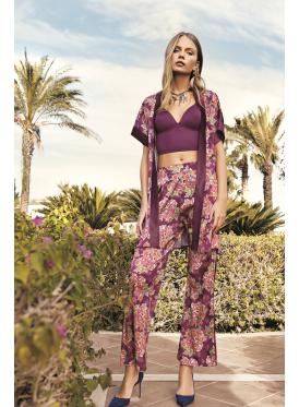 A very elegant purple set of three pieces in the Roses prints with fine and soft material
