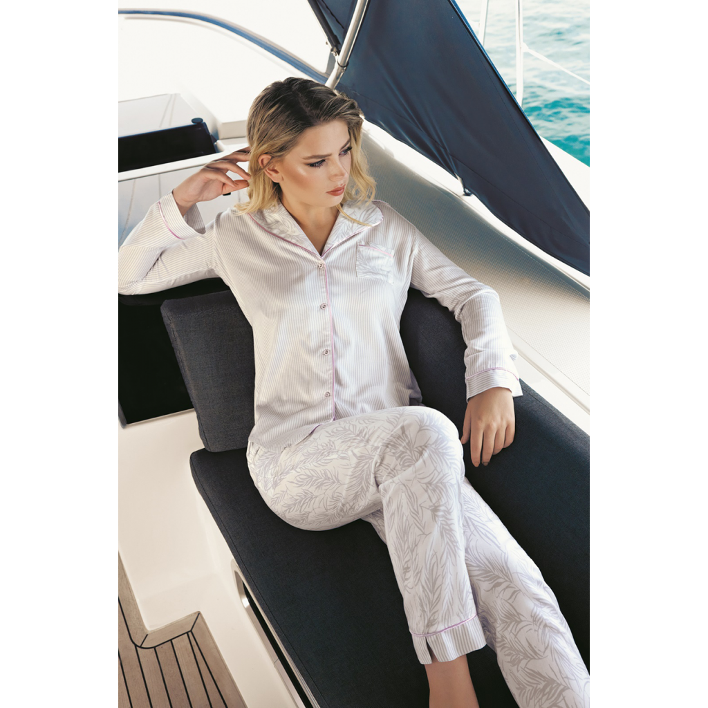 Soft, elegant pajamas with striped shirt and fine-tree trousers