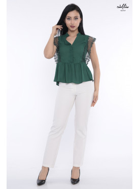 Soft herbal blouse with a short sleeve decorated with a perforated piece to give a soft touch