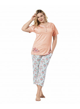 Soft and elegant pyjamas with rose-printed trousers