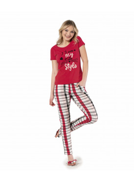 Soft red and striped pants for a comfortable feel and elegant view