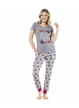Soft grey and thin trousers for a comfortable feel and elegant view