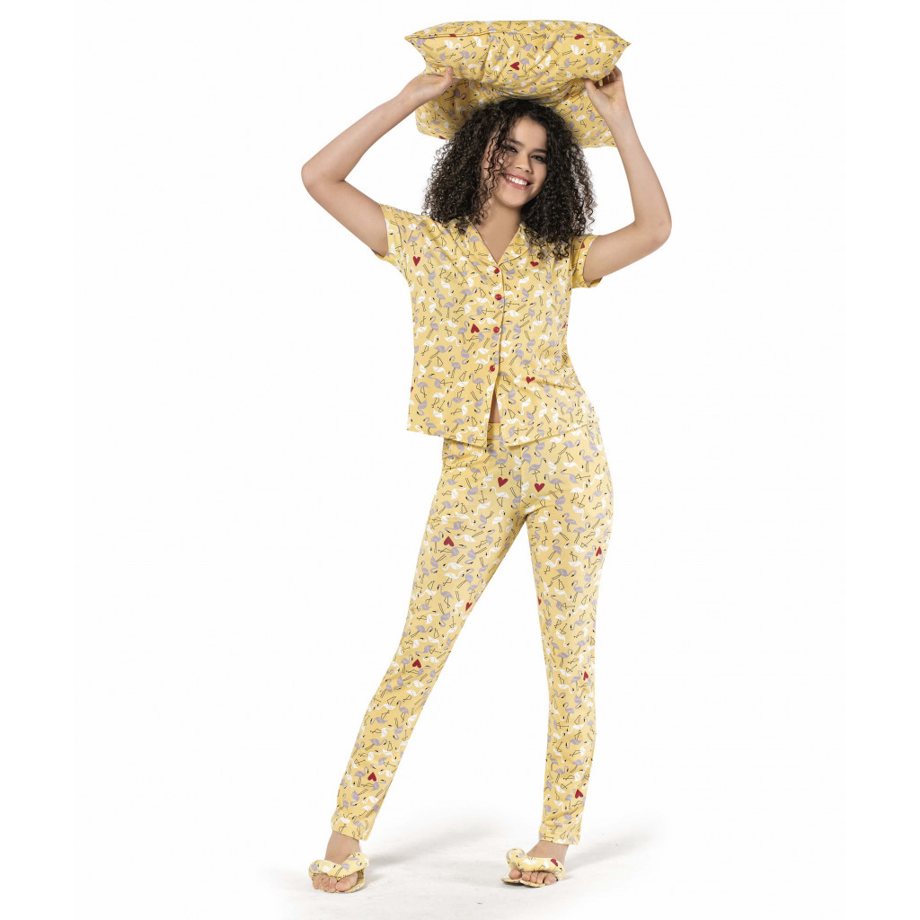 Pajama  spoiled in yellow with fresh buttons with thin prints
