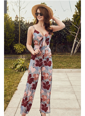 Beautiful jumpsuit with harmonious colors decorated with floral prints that add elegance