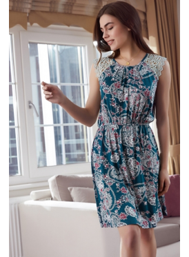 A very smooth, bare-shoulders dress decorated with soft prints and a touch of feminine crisp lace