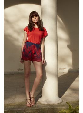 Elegant set with fine red and short blue with soft embroidery