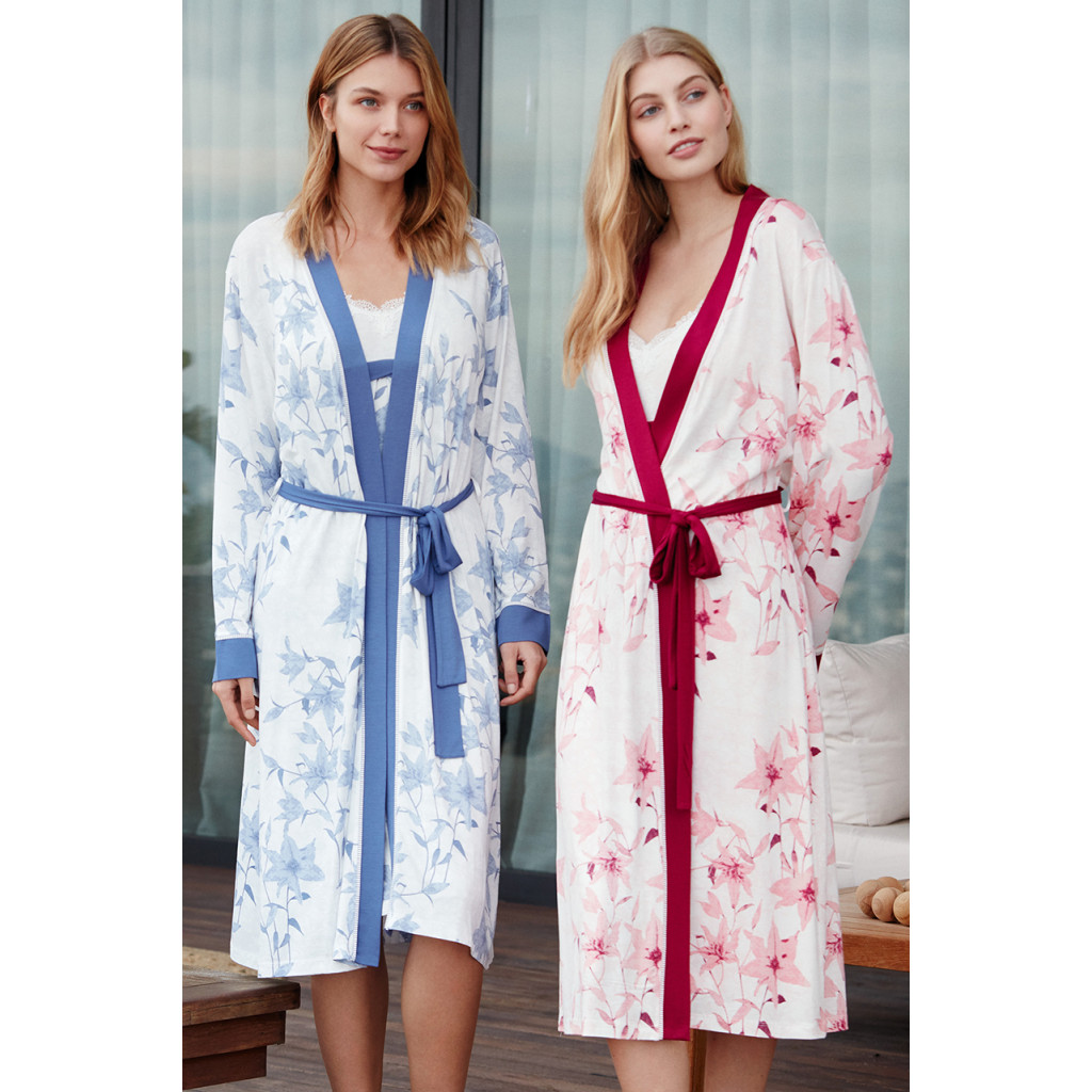 Women's robe is fine in pink, with a long, elegant and comfortable belt on the waist with rose prints.
