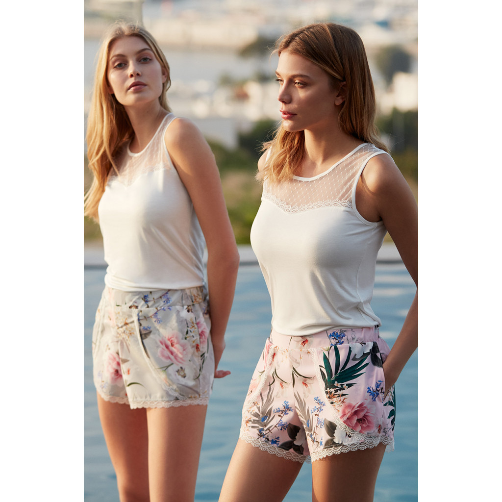 Elegant set in pink of three pieces of white top, robe and shorts adorned with floral prints with a touch of lace that increases its beauty