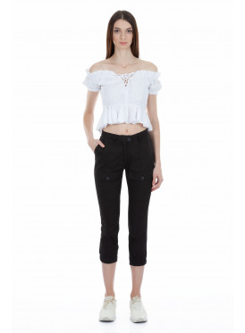 Stylish black midi trousers, with rubber bottom and front pockets